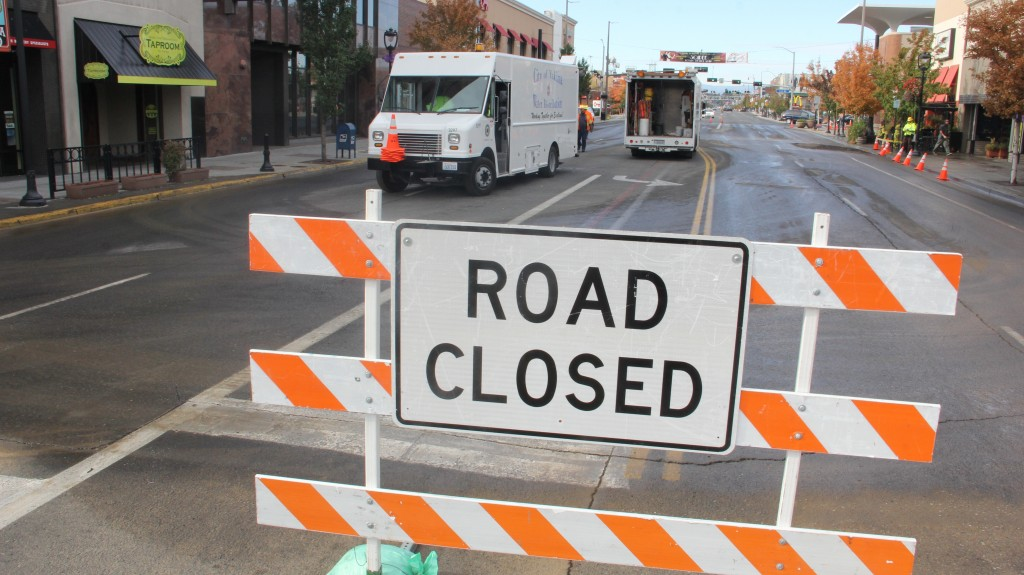 City of Yakima wastewater crews work to fix a broken water main that shut down Yakima Avenue for several days.