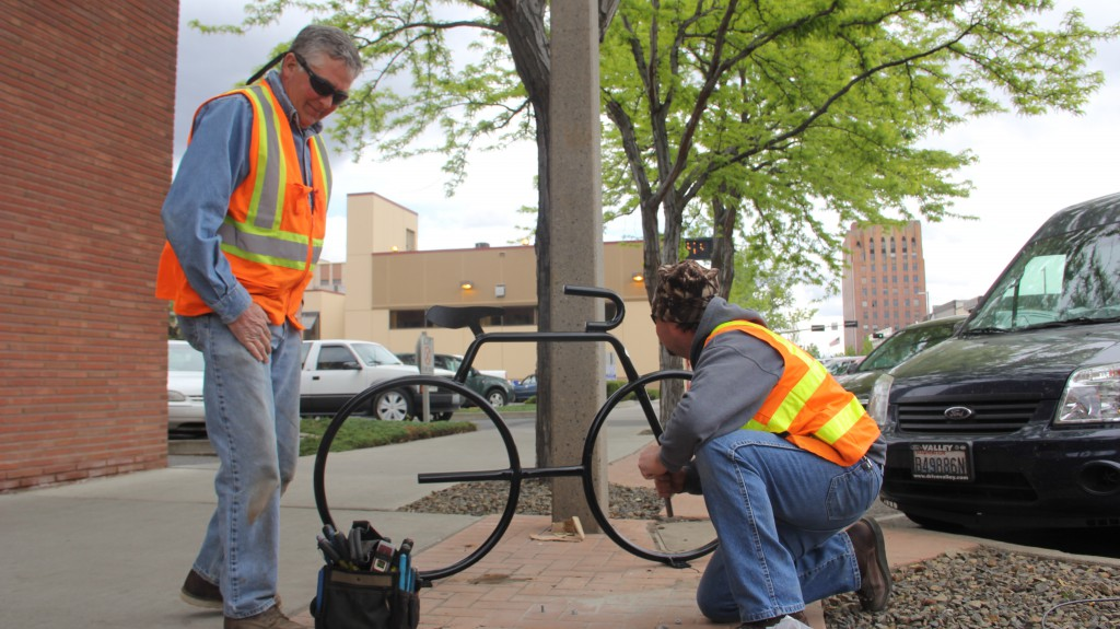The City of Yakima Traffic Operations crew installs a stylish new donated bike rack in front of Yakima City Hall as one way to encourage healthy and energy efficient modes of transportation in our city.